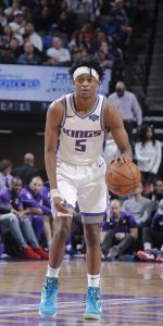 SACRAMENTO, CA - MARCH 23: De'Aaron Fox #5 of the Sacramento Kings handles the ball against the Phoenix Suns on March 23, 2019 at Golden 1 Center in Sacramento, California. NOTE TO USER: User expressly acknowledges and agrees that, by downloading and or using this photograph, User is consenting to the terms and conditions of the Getty Images Agreement. Mandatory Copyright Notice: Copyright 2019 NBAE (Photo by Rocky Widner/NBAE via Getty Images)